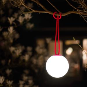 Bolleke rouge lampe rechargeable mise en situation- authentik design